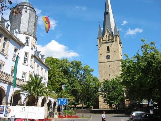 Menden, Altes Rathaus und Vincenzkirche; 19.08.04
