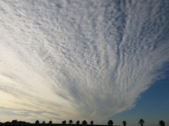 Wolken über dem Bräukerweg bei Menden- Ostsümmern