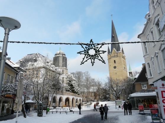 Menden, Marktplatz mit Altem Rataus und Vincenzkirche, Advent 2010