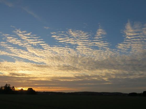 Sonnenuntergang mit Wolken bei Menden-Bösperde