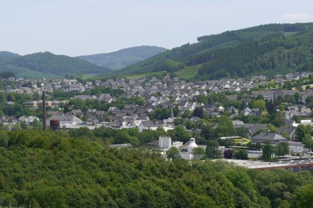 Bestwig von Nordwest, mit Bahnhof (halb-vorn rechts)