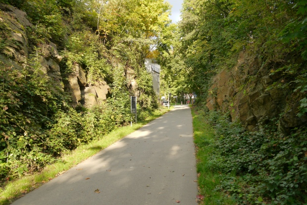 Bahntrassenradweg Iserlohn zwischen Felsen