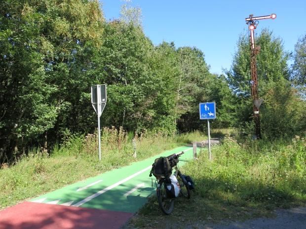 Vennbahradweg mit altem Formsignal bei Raeren (B)